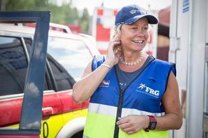 När Johanna Norlin inte hjälper till vid skogsbranden arbetar hon som säljare hemma i Borgvik i Grums kommun i Värmland.