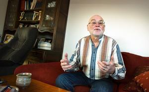 Gregor Flakierski är uppvuxen i skuggan av andra världskriget och Förintelsen.