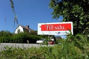 Priset på bostadsrätter stiger medan villapriserna minskar.Foto: Janerik Henriksson