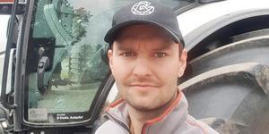 Karl Fernholm driver ekologiskt lantbruk på Vigelshus gård. Bild: privat