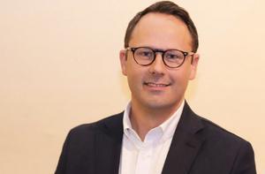 Mikael Edenqvist, FTI:s regionchef, anser att problemet beror på att människor dumpar sopor bredvid behållarna.