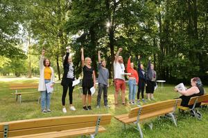 """I teatergruppen är det 13 personer med ett åldersspann på 40 år. """"Det är den bästa ensemblen"""", säger Joakim Nordström. Bild: Martin Edholm."""