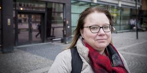 Mari Carlquist ställer upp som brottsofferstödjare en eller ett par gånger i månaden. Hon ringer till brottsoffer och lyssnar på deras berättelse.