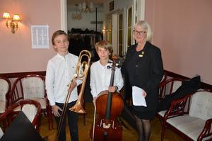 Vilgot Eklund 13 år, trombon och Benjamin Eklund 11 år, cello underhöll under middagen.