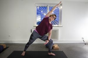 Yogan hjälpte Ulrika Lindström att varva ner när hon blev utbränd.