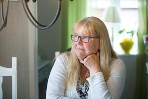 Hjärnhinneinflammationen ger skador på hjärnan som gör att Kerstin måste hitta egna strategier och knep för att klara av vardag och jobb.