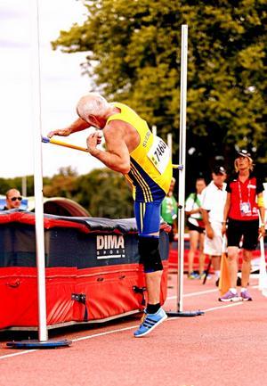 Erik blev elva i höjdhoppet på veteran-VM i Lyon.