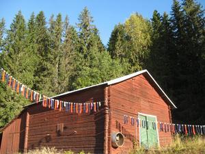 Hemma i sin trädgård i Imnäs hängde Kristina upp 100 par strumpor i en egen manifestation mot rattfylleriet för några år sedan. Strumporna symboliserade de som årligen blir dödade av rattfyllerister i trafiken.