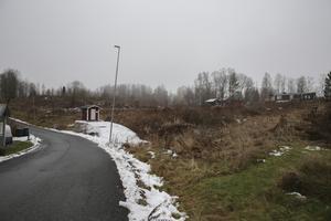 Senast till våren blir det byggrusch i det här området vid Svanvägen i Marnäs. Drygt ett år senare lär det vara klart för inflyttning i hyreslägenheterna.