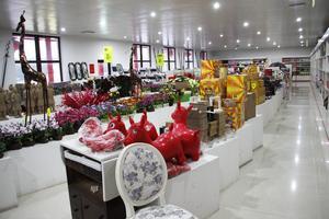 I  butiken finns 100 000 prylar, det mesta obegagnat, till salu.