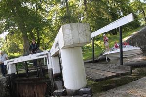 Efter dubbelslussen vid Skantzen kommer sedan en trippelsluss vid Sörkvarn.