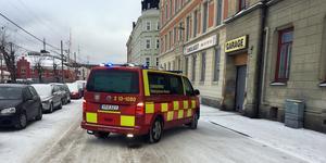 En kvinna har blivit påkörd i korsningen Järnvägsgatan–Nybrogatan.