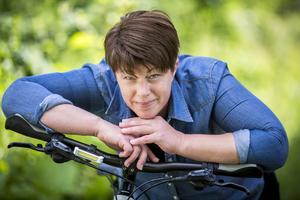 – Det tar ungefär lika lång tid att gå till bilen, åka till jobbet och hitta parkering, som att cykla, säger Sara Lindqvist.