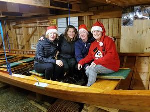 Julbesök hos kyrkbåtarna, från vänster Maja Eriksdotter, Shella Geurtse, Emma Eriksdotter och Susanne Zetterström Janérs. Foto: Nils-Olov Olsson