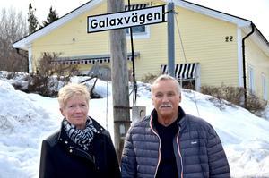 – Vi föreslog redan för flera år sedan att järnvägen istället skulle dras utanför villaområdet, på den tomma åkern bredvid, säger Kurt och Ann-Christin Lindström som bor på Malandsvägen.