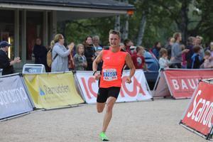 Olle Olsson Bad segrade i Blodomloppet efter en tajt spurtstrid.