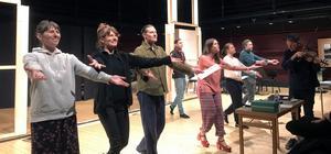 Sångrepetition på Folkteatern med ensemblen i