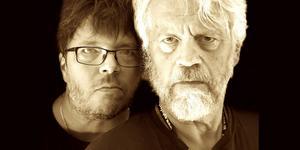 Leo Holmberg är bluesgitarrist och det gör att vi nu får höra en ännu bluesigare pessimistkonsult Ronny Eriksson, när de turnerar med start i Färila den 7 november. Pressbild