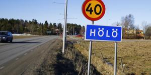 Den aktuella fastigheten ligger inne i Hölö tätort.