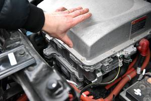 När det är kallt ute sliter det dock på batteriet, berättar Thomas, men på motorvägen ska bilen ha en räckvidd på cirka 170 kilometer.