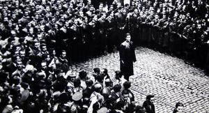 Järngardets ledare Corneliu Zelea Codreanu har samlat sina män kring sig Bukarest 1937. Foto: Okänd