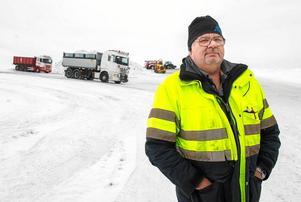 Göran Gustafsson arbetar på kommunens gatuavdelning. Han tycker snöläget i Sundsvall är lugnt – om man jämför med samma tid förra året.