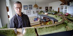 Sju meter lång har den blivit med åren. Men Arne Larssons modell av Saltskogs järnvägsstation fortsätter att växa.