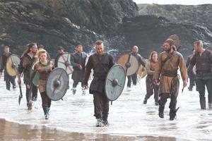 Var det våra förfäders fäblesse för hit- and runattacker som gjorde att man valde bort seglen? Bild ur TV-serien Vikings.
