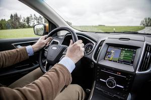 Instrumenteringen har blivit mer diskret med färre störande kromlister jämfört med andra Fordmodeller.