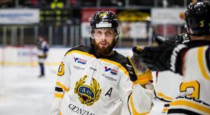 Jesper Persson är efter en succésäsong klar för spela i Karlskrona HK och hockeyallsvenskan.