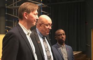 Kommunstyrelsens ordförande i Falun, Joakim Storck (C), regionstyrelsens ordförande Ulf Berg (M) och kultur- och bildningsnämndens ordförande Mursal Isa (MP).