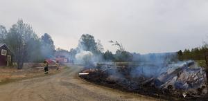 Ett försök till kontrollerad eldning i Resele slutade illa och elden spred sig.