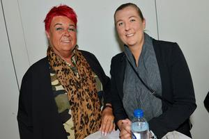 Ann-Sofie Lindström och Angelica Nylund anser att Chris har en gudomlig röst.