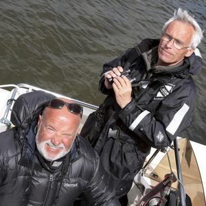 Roine Karlsson och Bill Douhan räknar fåglar.