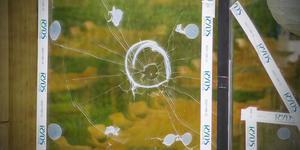 Bilden är en arkivbild och inte på det aktuella fönstret som krossats i Arboga.