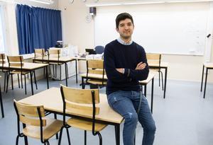 Reza Hosseini  är en av fyra i Söderhamn som har hoppat på det nya konceptet att plugga till lärare och jobba samtidigt.