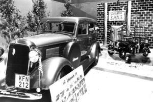 Lennart Nordin hade renoverat en riktig gangsterbil, en Plumouth PE De Luxe från 1934 till mässan 1984.