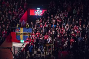 Om vi som supportrar vill göra allt för att laget ska kunna prestera så bör vi sänka kraven på Modo Hockey och lägga av med hårda kommentarer när det inte går som vi vill, skriver Henrik Söderberg. Bild: Erik Mårtensson/TT