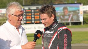 Markus Svedberg intervjuas av Hans G Lindskog efter segern i V75-3.