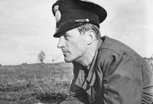 Polisen Nils Svensson på Trängens skjutbana, cirka 1945. Fotograf: Okänd