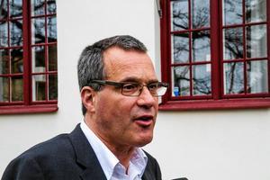 Advokat Bo Karlsson får inte fullfölja jobbet som försvarare för morddömde Billy Fagerström.