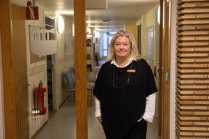 Skolchefen Malin Sigmundsson tror att kommunens satsning på att ha många behöriga lärare är nyckeln till låga sjuktal.