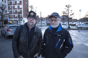Sverigedemokraterna Benny Rosengren och Roland Johansson anser att tre partier utsätter nya kommunchefen för
