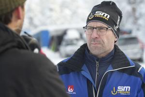 Det har varit bråda dagar för Henrik Lindén och hans mannar. Snön som fallit över Sundsvall och Södra berget har skapat lite problem. Men när SM-tävlingarna väl startar ska spåren vara så bra det bara går.