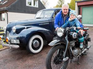 Per Nilsson med barnbarnet  fyraårige Arvid Sellberg, förhoppningen är att intresset ska gå vidare till kommande generationer.