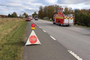 Trafiken kunde släppas på växelvis en stund efter olyckan.