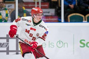 Tom Hedberg är på god väg att passera sin poängnotering från förra säsongen, då blev det tre mål och nio assist på 54 matcher. Bild: Johan Löf/Bildbyrån