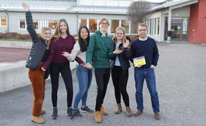 Agnes Simonsson, Amanda Lindström, Say Say Win Lwin, Filip Svahn, Elsa Israelsson och Jimmy Andersson, lärarresurs, åker till Danmark på måndag.