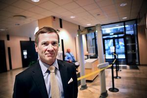 Det är en komplicerad process att omvandla en livstidsdom till ett tidsbegränsat straff förklarar lagman Björn Lindén vid Örebro tingsrätt.