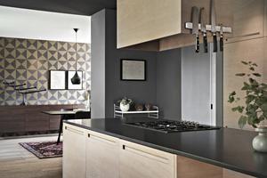 Köket har arkitekten som bor i huset ritat. Foto: Stefan Strindberg/PAX